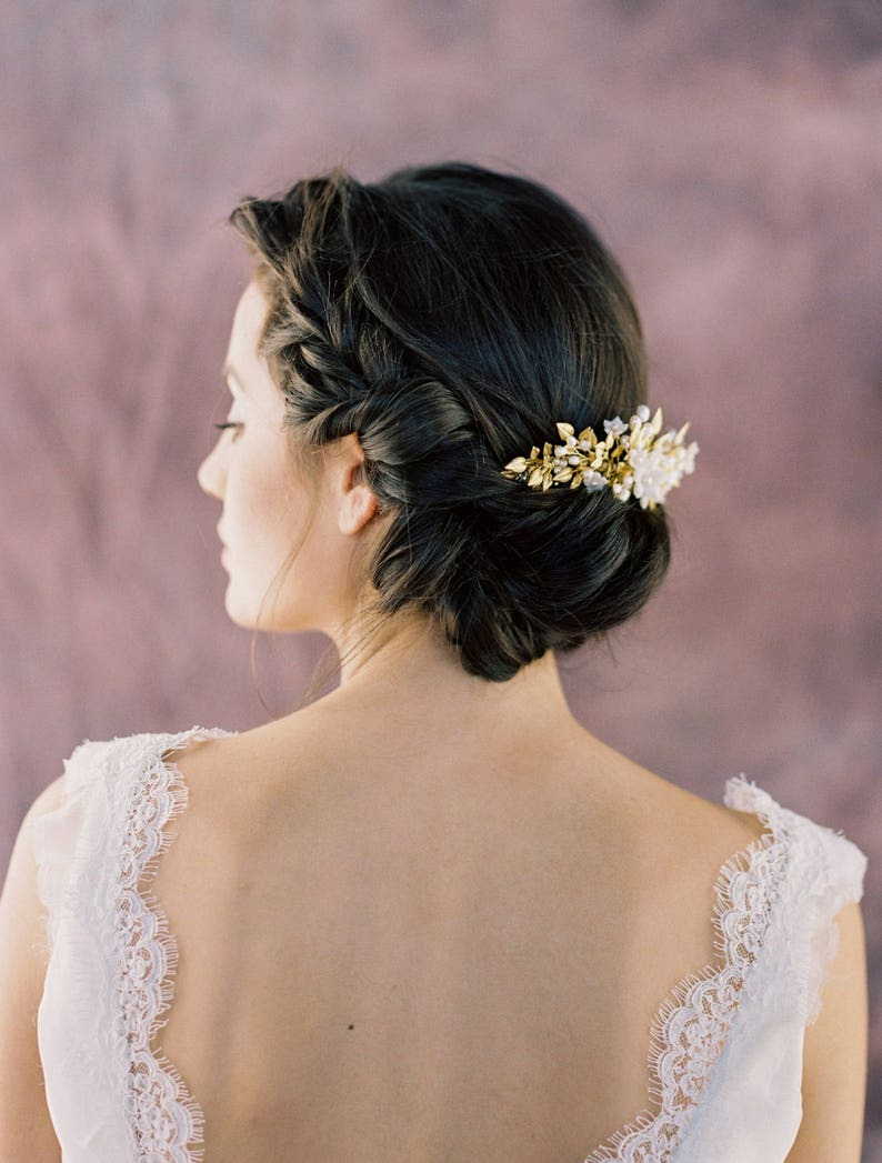 White Pearl Comb MARGARITA Brass Leaf Flower Hair Piece Ivory Freshwater Pearl Wedding Headpiece Gold Laurel Leaf Floral Bridal Hair Comb