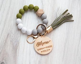 Wristlet Keychain Bracelet - Personalized Gift - Customized Present - Mom Keychain - Mama Keychain - Grandma Keychain - Customized Keychain