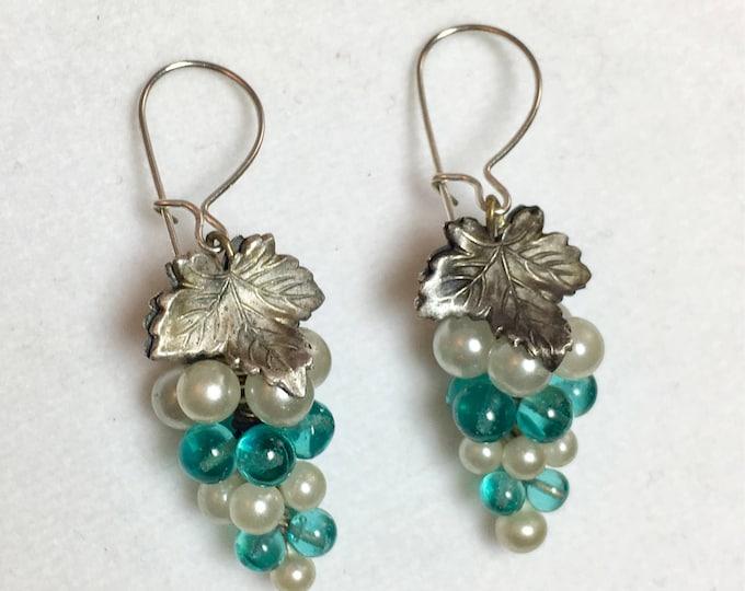 Grape Earrings, Vintage Grape Cluster Earrings, Wine Lover Gift, Antique earrings, Pearl and Green Glass Grape Cluster Earrings
