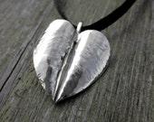 Heart leaf pendant, simpl...