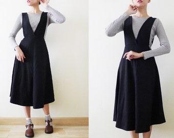34591c1774 90s V- Neck black overall dress