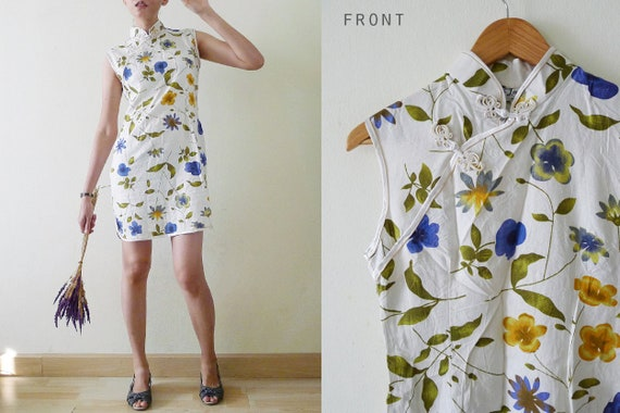 80s White with blue,yellow FLORALS Cheongsam / QiP