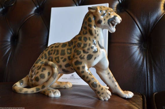 Lead toy,African princess /& leopard,rare,collectable,gift,decoration,detailed