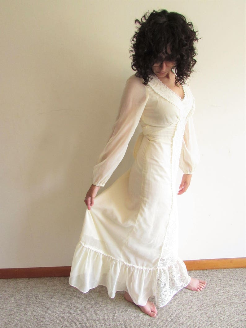 Vintage 70s This is Yours San Francisco Cream and White Flower Lace Maxi Boho Wedding Dress Gown