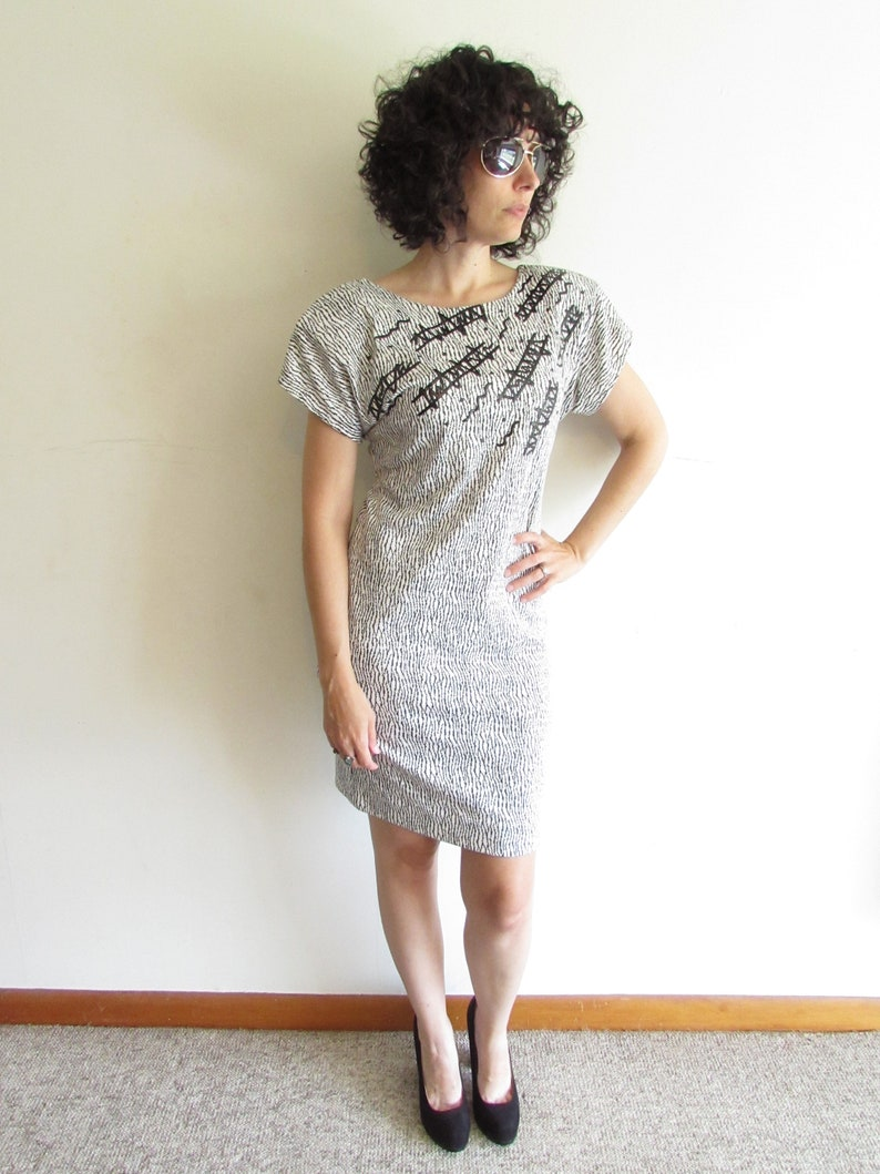 Vintage 1980s Abstract Dress Black and White Body Con Jersey Knit Shoulder Pads Sheath Dress M