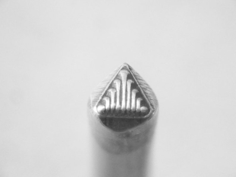 5mm Triangle FAN Flourish Indian SOUTHWESTERN native image 0