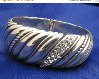 "SAVE 75% Vintage Silver Tone Textured Clear Rhinestone ""Ribbed"" Hinged Clamper Style Oval Shape Bracelet"