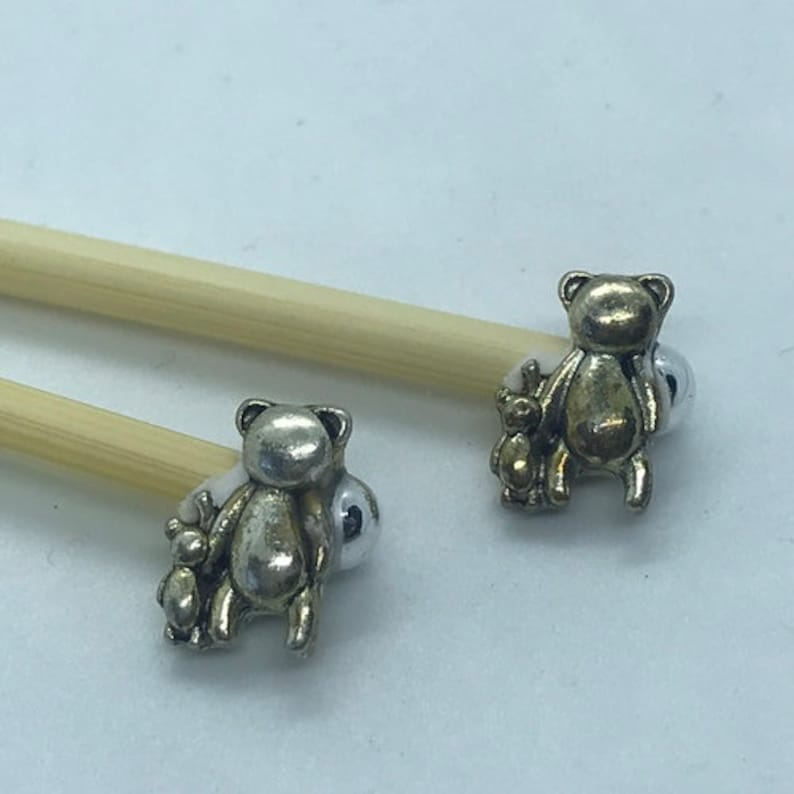 Winnie the Pooh Gift Set includes 23cm 4mm knitting needles and wrist pin cushion