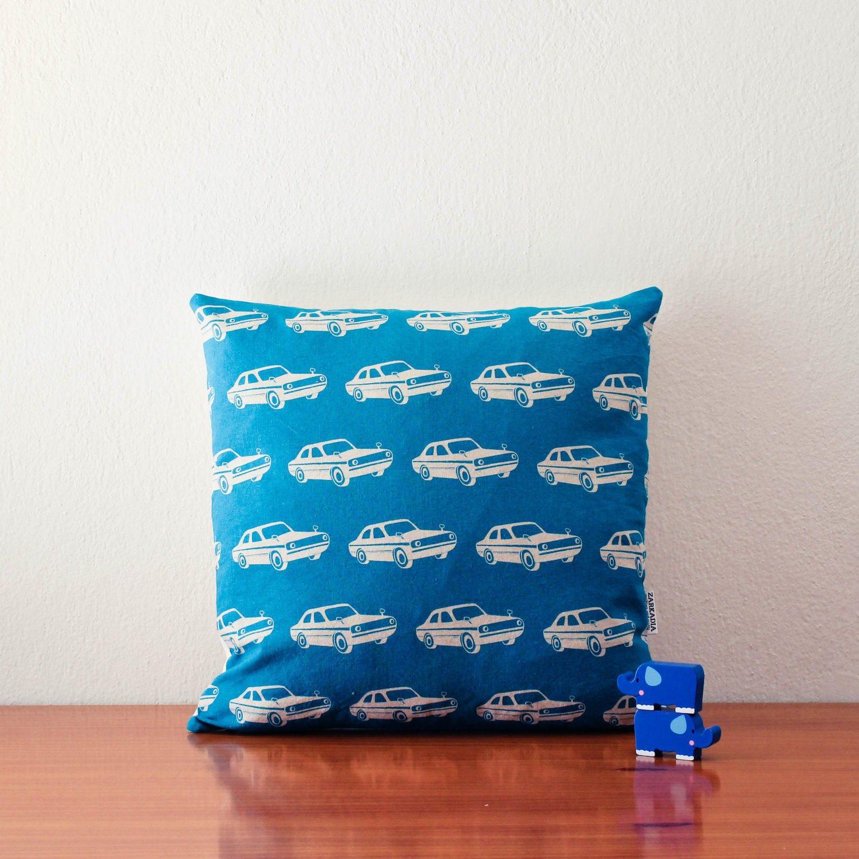housse de coussin bleu turquoise voitures avec toile de fond etsy. Black Bedroom Furniture Sets. Home Design Ideas