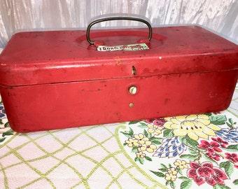 Metal Box. Rustic Home Decor. Barn Wedding. Urban Farmhouse. Vintage Tool Box or Tackle Box. Storage. Mid-Century.