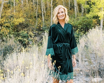 THE ORIGINAL Emerald Green Velvet and Lace Bridal Robe, Luxury Velvet Robes For Bridesmaids, Unique Bridesmaids Robe for A Winter Wedding