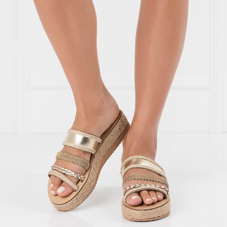 s grecques, boho glisser  s sandales, sandales tendances, glisser boho sur les sandales, sandales grecques boho, sandales, sandales ethniques, flatform sandales, sandales or cbd5a7