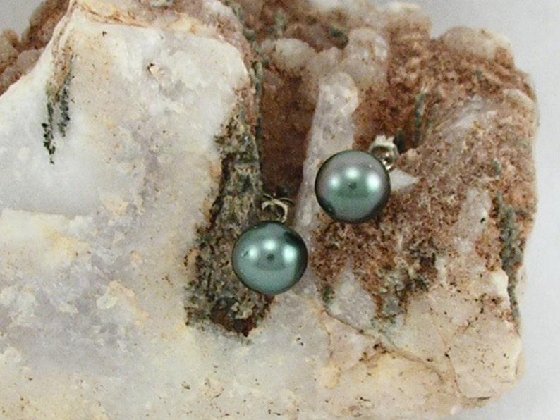 Black Tahitian Saltwater pearl  earrings with Sterling silver
