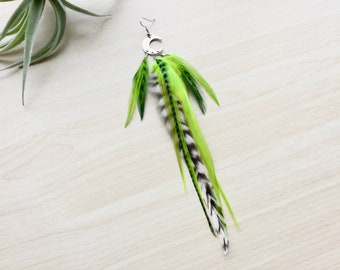 Feather Earring, Moon Earring with Feathers, Natural Feather Texture, Silver Moon, Celestial Jewelry, (SINGLE)