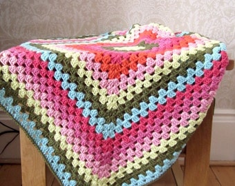 Crochet Baby Blanket, Granny Square pattern, Baby Blanket, Baby Stroller, Colourful Crib Blanket, Baby Afghan, Traditional Granny Square
