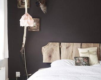 Tweepersoons bed, gemaakt van massief hout. Platanen uit Rotterdam.