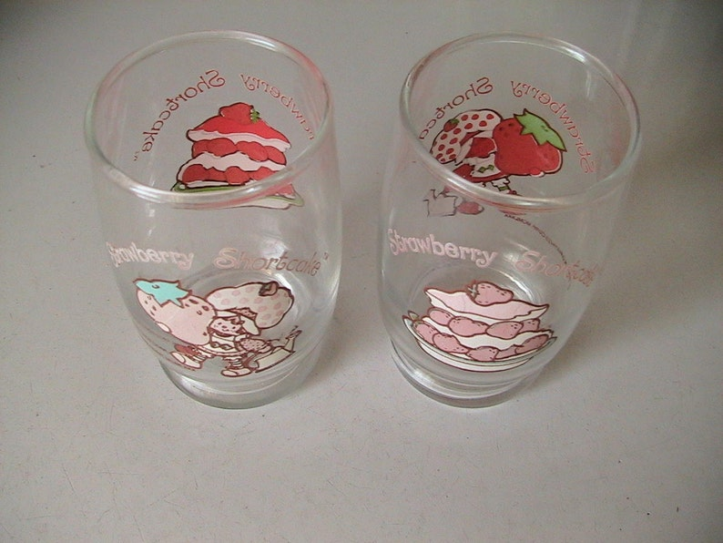 Two 2 Collectible Vintage Strawberry Shortcake Glasses Kitsch Juice Glass Retro Kitchenware Antique Discoveries