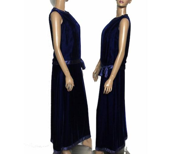 Vintage 1930s 1940s Blue Velvet Vouge Gown - image 2