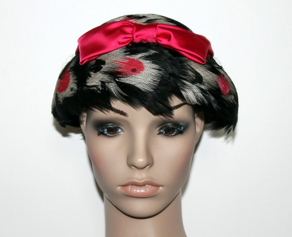 Vintage 1950s Hat . Feathered Pillbox . Hot Pink H