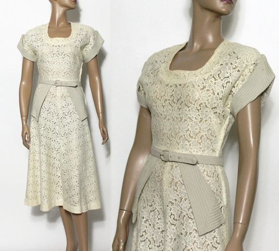 Vintage// 1940s Dress// Lace// Sheer// Matching Be