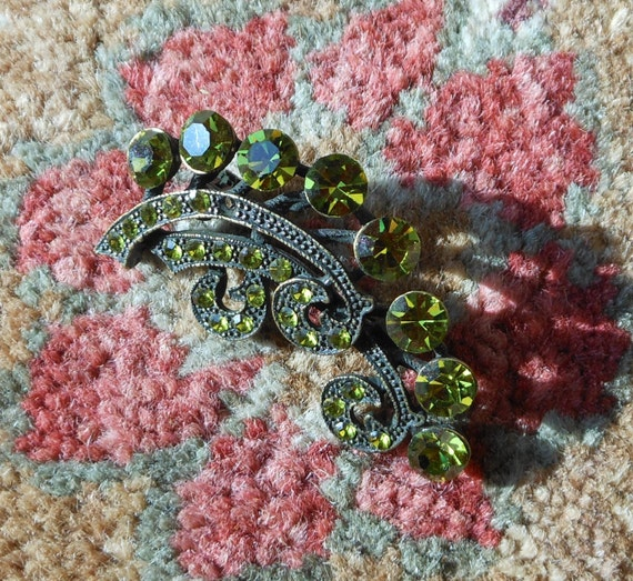 Spectacular chartreuse rhinestone brooch - image 3