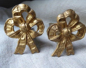 1219 French antique large size set of 10 ormolu pressed bronze curtain rings with clips.