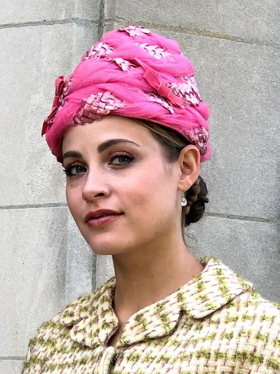 1950s 1960s Pink Straw & Tulle Turban Hat - image 1