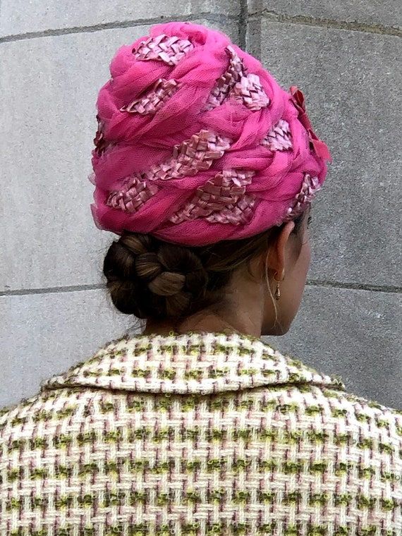 1950s 1960s Pink Straw & Tulle Turban Hat - image 3