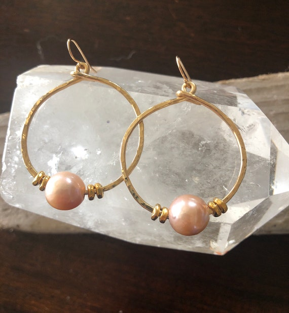 Pink Edison Pearl Hammered Gold Hoop Earrings