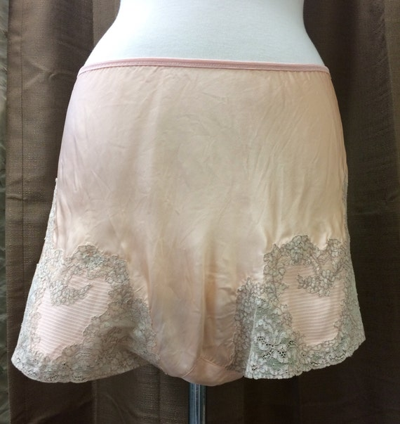Vintage 1940's Peach Pink Tap Shorts Good Conditio