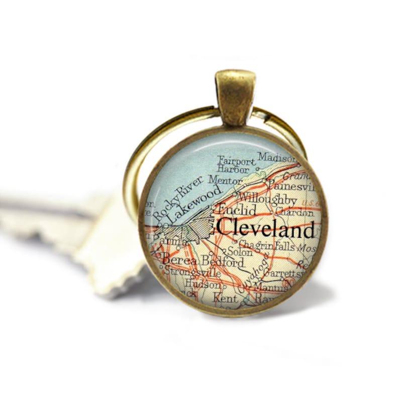 Custom Map Keychains Cleveland Ohio Gift for Men Ohio keychain Lake Erie Customized Couple Keychain Photo Gift Mom or Father Gift