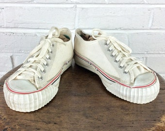 56d1a6eeff16 Size 3 Boy s Vintage 1970s 1980s Low Top Center Lo Canvas PF Flyers Sneakers