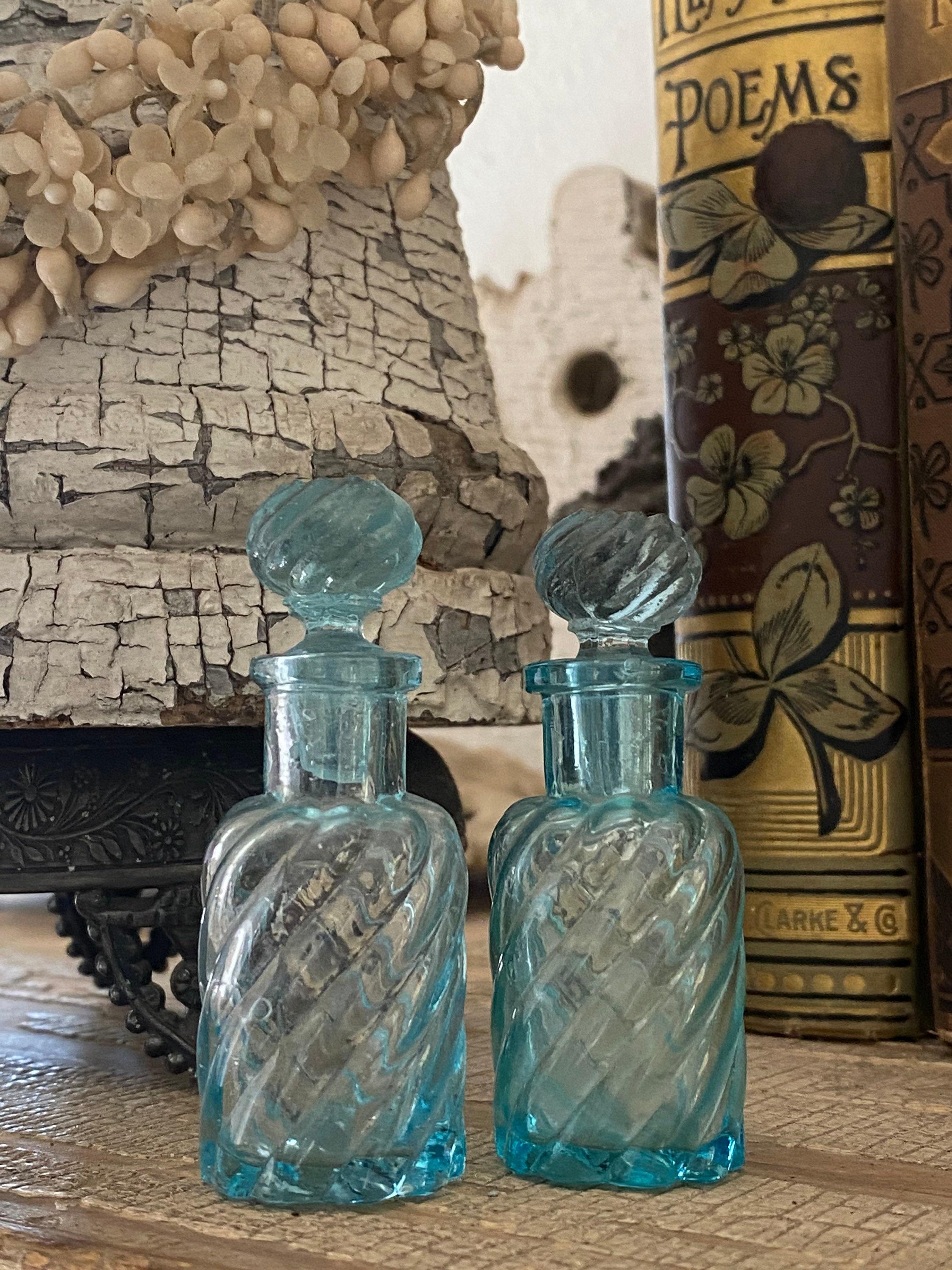 Petites bouteilles de parfum français