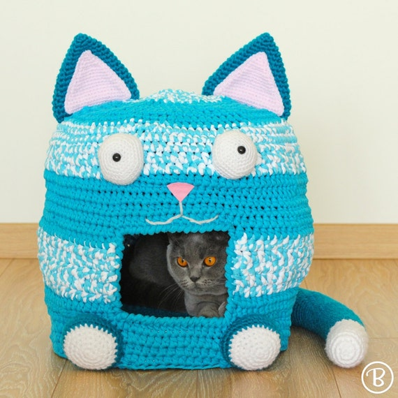Crocheted Cat Cave | StraightCurves | 570x570