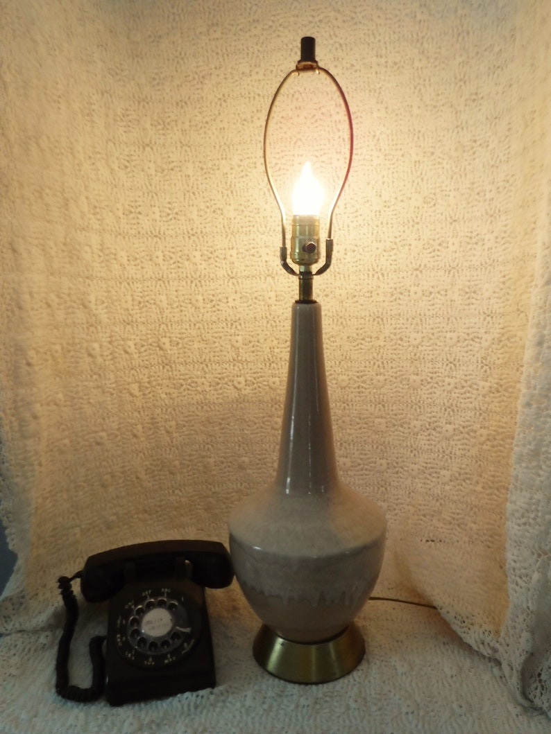 Vintage Royal Haeger Drip Glaze table lamp in Blush Beige Shade not included