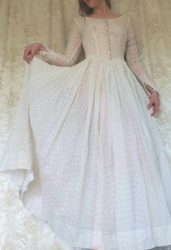 1950s Eyelet Lace Wedding Dress