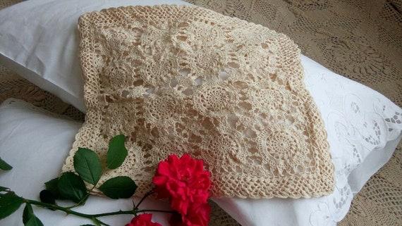 Vintage Style Skilful Chic Fine Yarn Hand Crochet Cotton Doily White