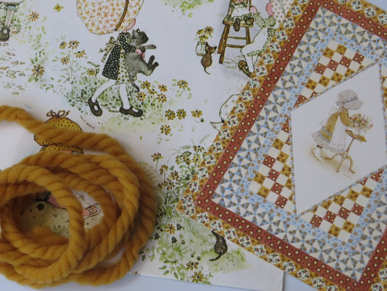 Yarn Tie Ribbon /& Card ~*~ Holly Hobbie ~*~ Vintage Gift Wrap Set Wrapping Paper