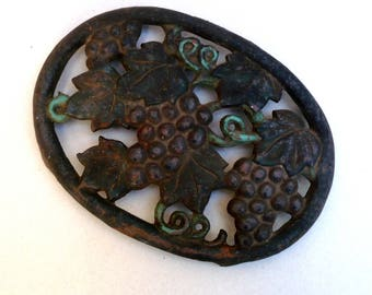 Cast Iron Trivet  , Grapevine Trivet , Rusty Cast iron , Vintage Kitchen