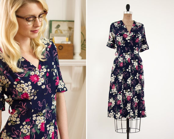 vintage 1940s day dress | 40s rayon crepe dress | novelty print 1940s floral dress