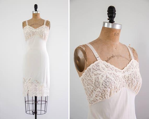 vintage 1940s slip | ivory lace nylon slip | vintage lingerie | 1940s nightgown