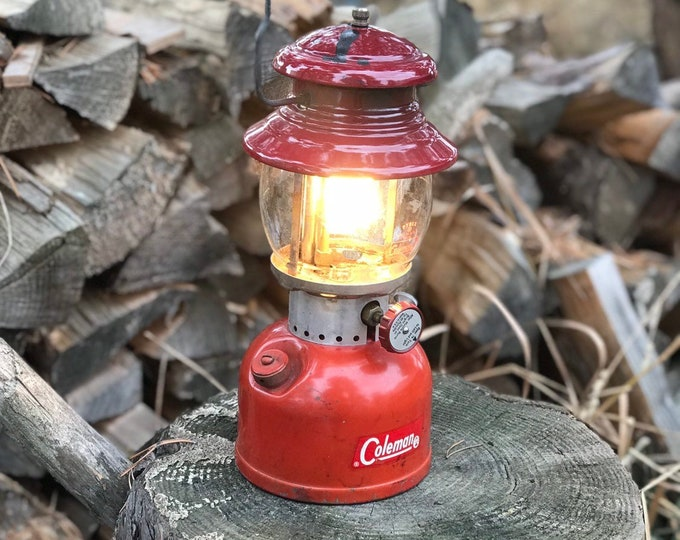 1963 Coleman Lantern * Rustic Cabin Decor * Red 200A Single Mantle  * Working Condition