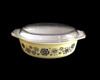 Pyrex Pressed Flowers Large Oval Casserole with Lid * 2-1/2 Quart Baking Dish
