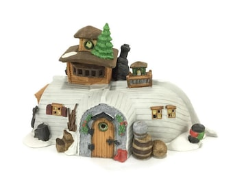 1989 Dickens Villiage Series David Copperfield * Department 56 * Peggotty's Seaside Cottage * Rare White Version