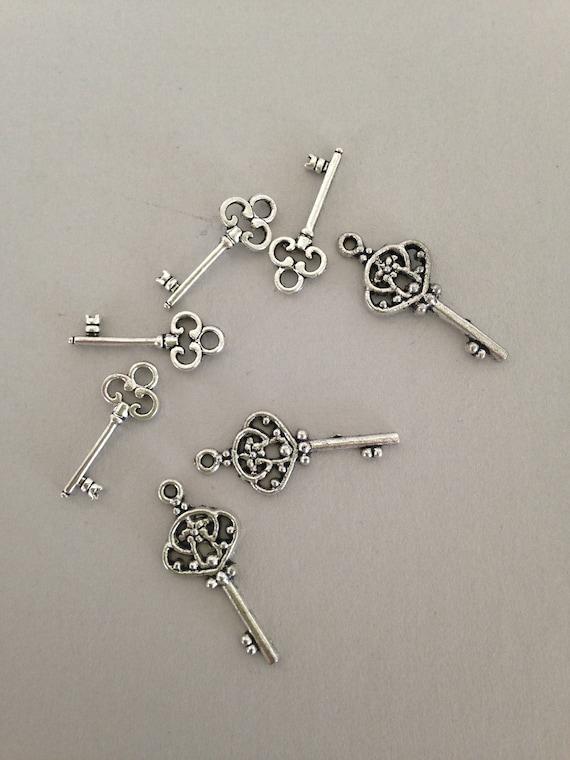 Antiqued silvertone assorted mini skeleton keys