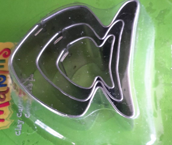 """3 piece fish cookie cutter set with sizes from 7/8"""" to 1-3/4"""" tall"""