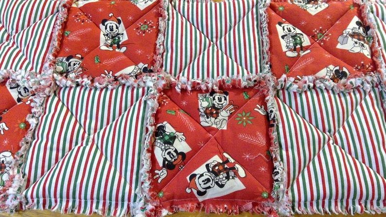 Disney Christmas Rag Quilt-style Tablerunner Red /& GReen
