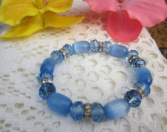 Lovely blue sky extensible BRACELET w. Swarovski Crystals, Cat's eye beads & Crystal rondelle