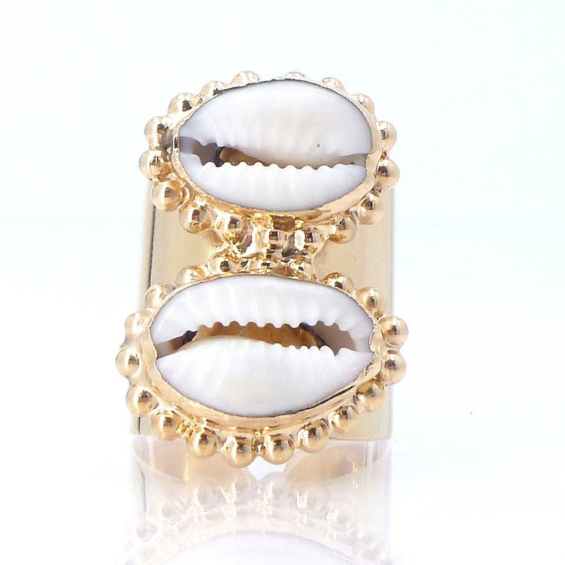 542a4374c45f1 Cowrie Ring, Cowrie Shell Ring, Cowrie Statement Ring, Cowrie Ring Gold,  Natural Jewelry, Boho Ring, Hand Made Ring, Sea Shell, Summer 2019.