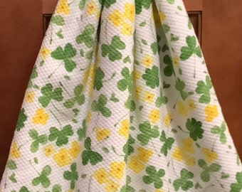 Double kitchen towel extra wide cotton St.Pat green shamrocks flowers crocheted green top pattern similar other side